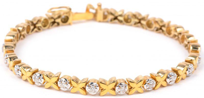 Een 14 karaats geel gouden schakelarmband bezet met briljanten met een gezamenlijk gewicht van ± 0,60 ct.