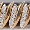 Een 14 karaats geel gouden schakelarmband bezet met briljanten met een gezamenlijk gewicht van ± 2 ct.