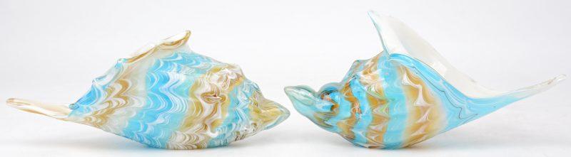 Een paar schelpen van meerkleurig Muranoglas.