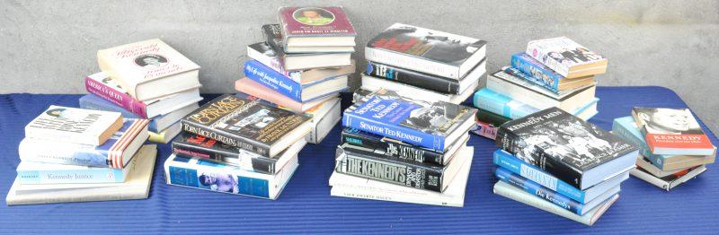 Lot boeken over de familie Kennedy, bevattende: Biografieën over de Kennedydynastie, Ted Kennedy, Robert Kennedy, Jacqueline Kennedy-Onassis etc....