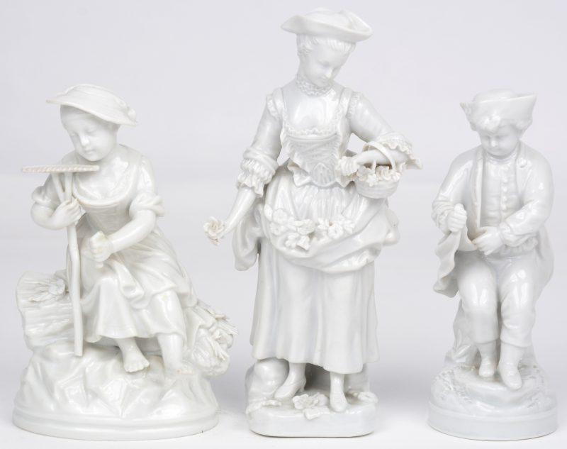 Drie beeldjes van monochroom wit porselein. Allen gemerkt.