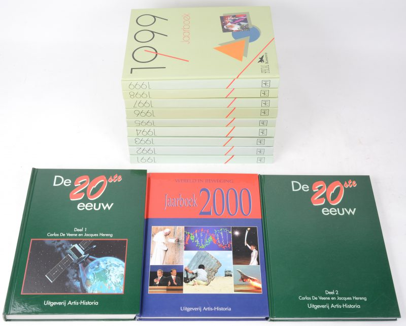 """Twaalf boeken, waarbij tien jaaroverzichten van 1991 tem 1999 en 2000 en """"De 20ste eeuw"""" in twee delen. Uitgeverij Artis-Historia."""