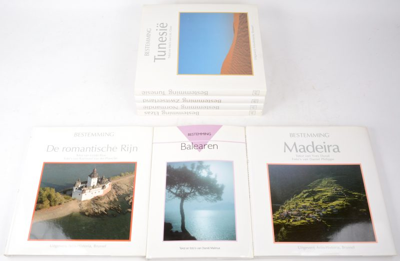 """Zeven boeken uit de reeks """"Bestemming..."""": Balearen, Madeira, De romantische Rijn, Zwitserland, Normandië & Elzas. Uitgeverij Artis Historia. Jaren '90."""