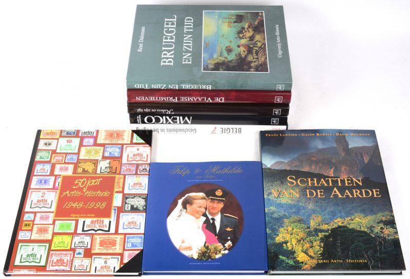 """Een lot boeken: """"België"""", """"Filip & Mathilde van België"""", """"Schatten van de aarde"""", """"50 jaar Artis-Historia"""", Brueghel en zijn tijd"""", """"De Vlaamse primitieven"""", """"Rubens en zijn tijd"""" & """"Mexico"""". Uitgeverij Artis-Historia."""