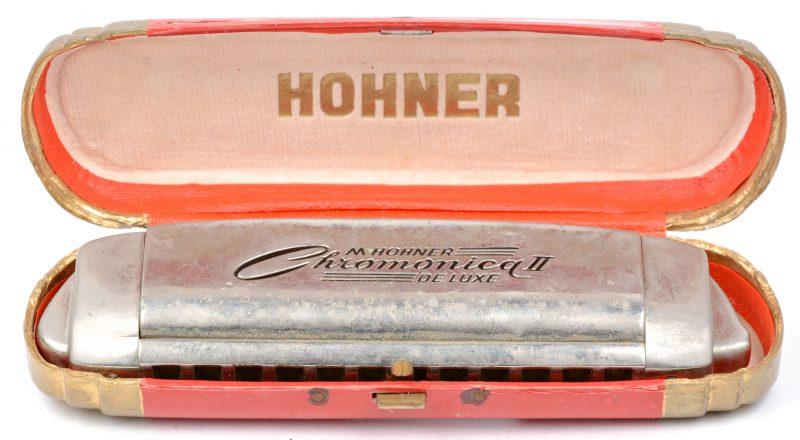 Een 'Chromonica II' mondharmonica in origineel etui.