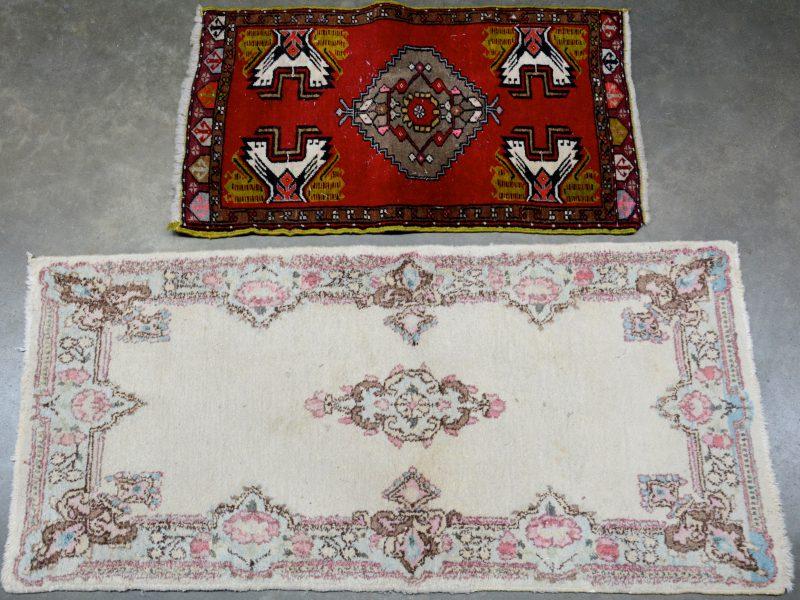 Twee verschillende karpetten.