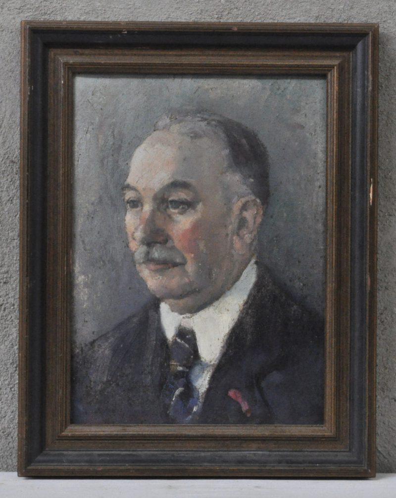 """""""Herenportret"""". Olieverf op doek. Onleesbaar gesigneerd en achteraan toegeschreven aan Marcel Stobbaerts. Gedateerd 1933."""