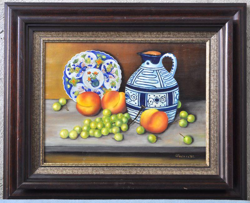 """""""Stilleven met fruit en aardewerk"""". Olieverf op doek. Gesigneerd en gedateerd 1985."""