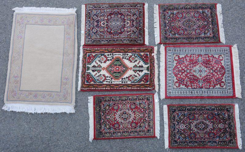 Zeven kleine wollen karpetten, handgeknoopt: 5 Indo-Bidjar, 1 Pakistaanse Tabriz en 1 Nepalees.
