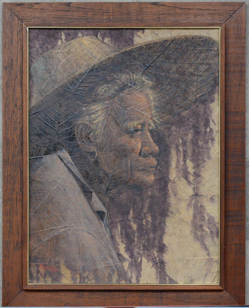 """""""Oude Chinese vrouw"""". Een schilderij op een doek gemaakt van bladeren. Gesigneerd en gedateerd 1978."""