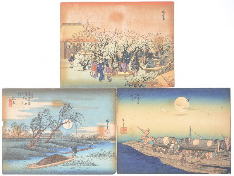 Een reeks van drie Ingekleurde Japanse houtsneden op rijstpapier. Gesigneerd. XIXe eeuw.