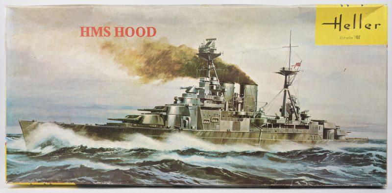 """""""HMS Hood"""". Een bouwpakket op schaal 1:400. Compleet en in originele doos."""