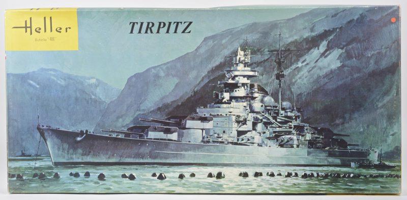 """""""Tirpitz"""". Een bouwpakket op schaal 1:400. Compleet en in originele doos."""