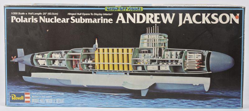 """""""Polaris Nuclear Submarine 'Andrew Jackson'"""". Een modelbouwpakket voor een duikboot op schaal 1:200. Compleet en in originele doos."""