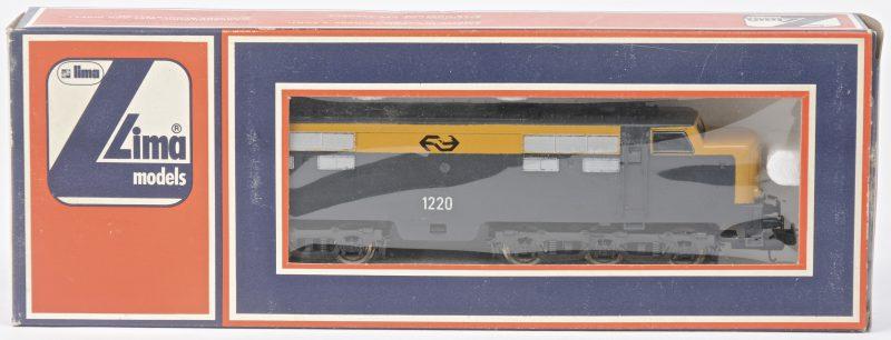 Een 1200 serie elektrische locomotief van de Nederlandse spoorwegen voor spoortype HO. In originele doos.