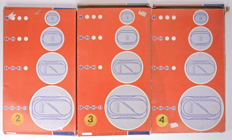 Drie spooruitbreidingssets. type HO. Sets 2, 3 & 4. In originele dozen.