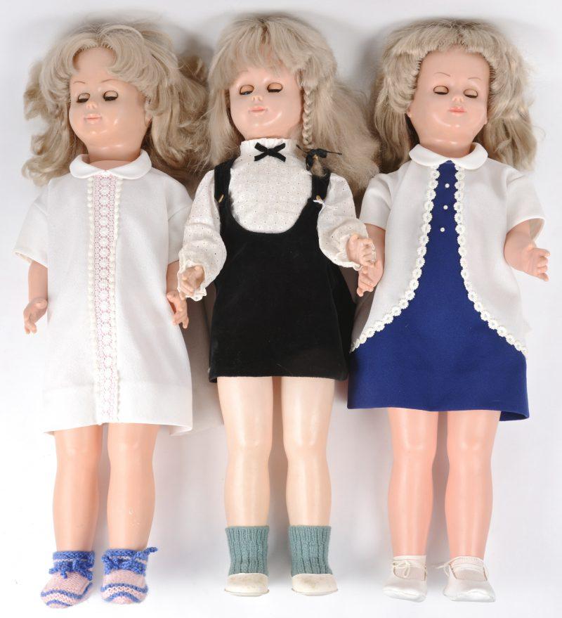 Lot van drie grote poppen. Met slaapogen. Gemerkt.