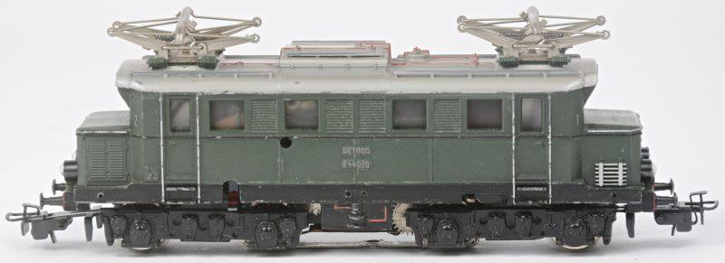 Een BR E-44 elektrische locomotief van de Duitse spoorwegen op schaal HO. Zonder doos.