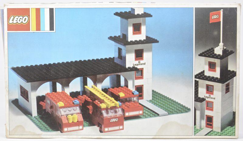 """""""Brandweerstation met drie brandweerwagens"""". Een bouwkit in originele doos. Met boekje."""