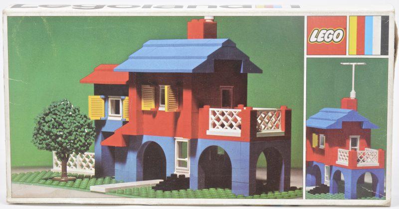 """""""Huis met boompje"""". Een bouwkit in originele doos. Met boekje. 1972"""
