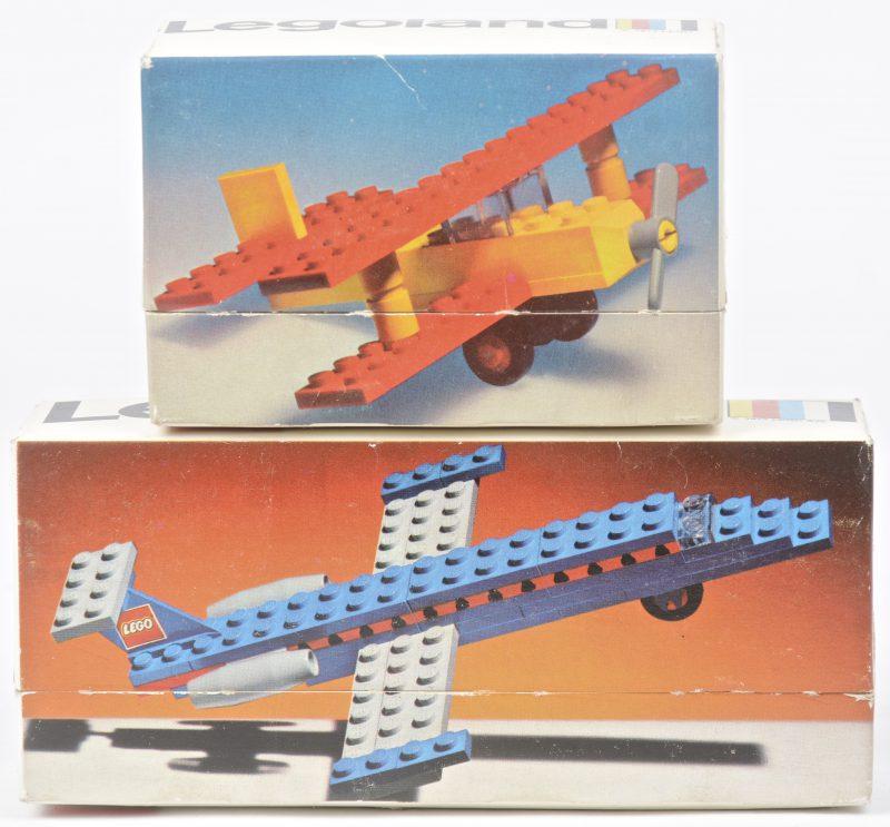 """""""Dubbeldekker"""" & """"Privéjet"""". Twee bouwkits in originele doosjes. Met boekjes. 1974."""