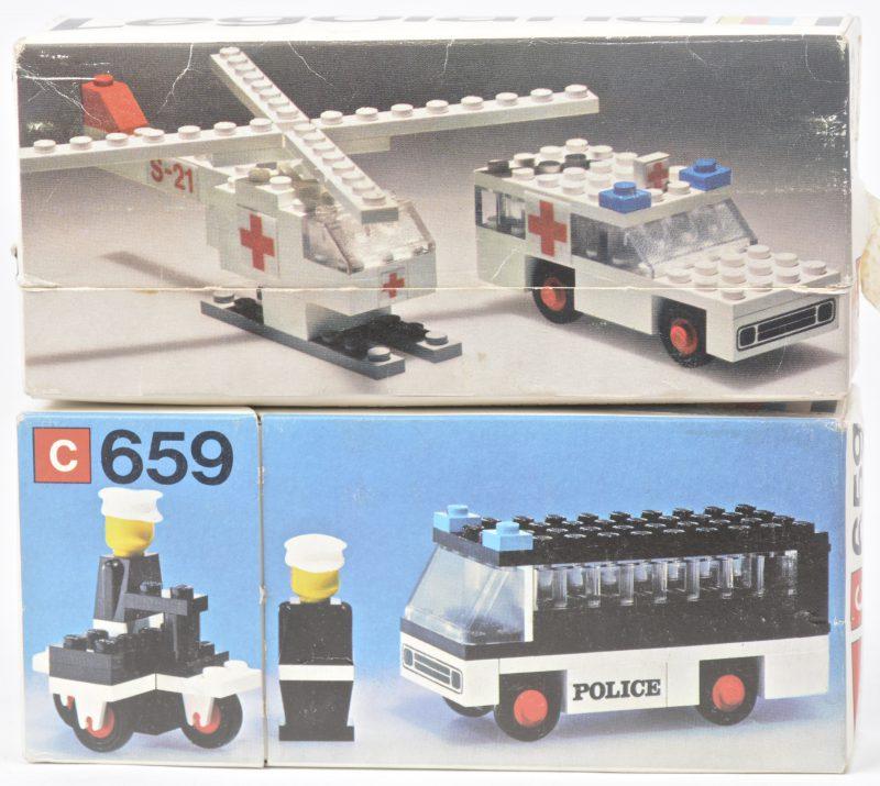 """""""Politiebusje & -motor"""" & """"Ambulance & reddingshelikopter"""". Twee bouwkits in originele doosjes. Met boekjes. 1975."""