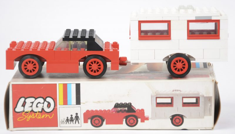 """""""auto met caravan"""". Een bouwkit in originele doos. Met boekje. 1972."""
