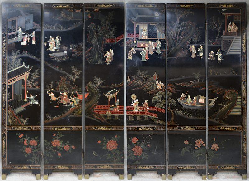 Een Japanse paravent met diverse personages bestaande uit zes panelen.