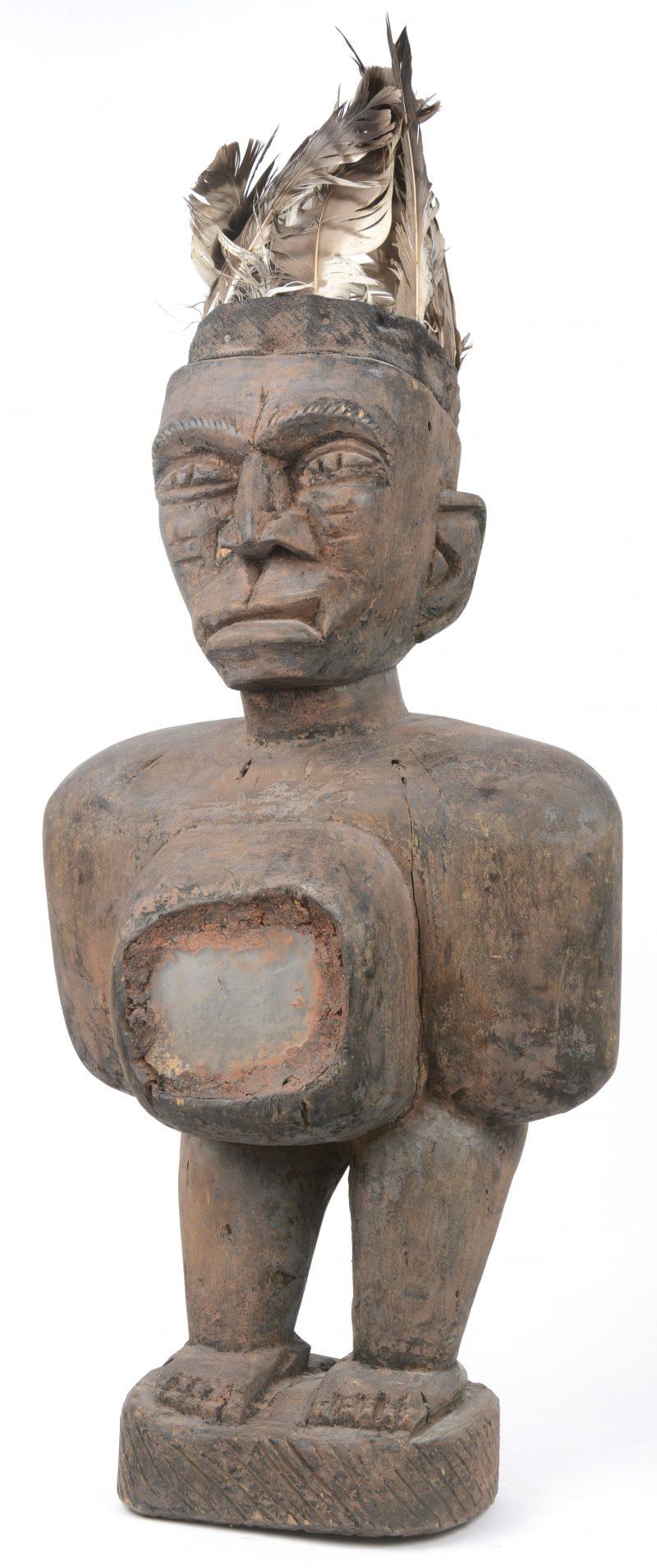 Een Afrikaans houten spiegelfetischbeeld.