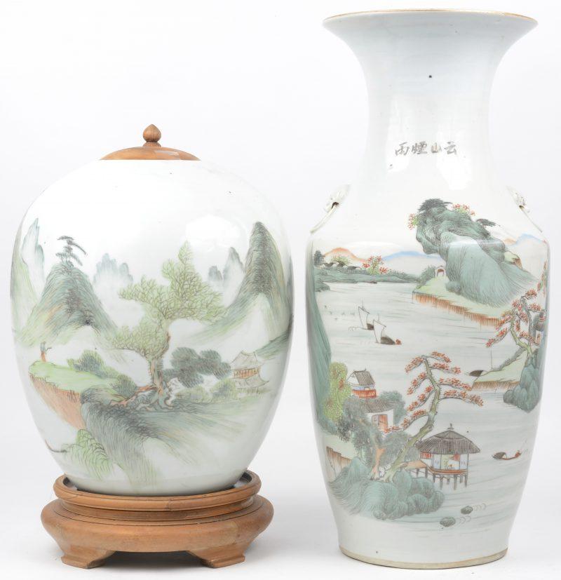 Een Chinese vaas en gemberpot met een landschapsdecor en met tekens.
