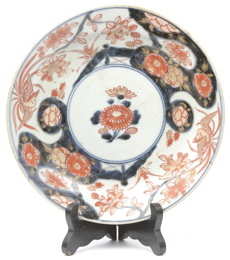 Een bord van Imariporselein. XIXe eeuw.