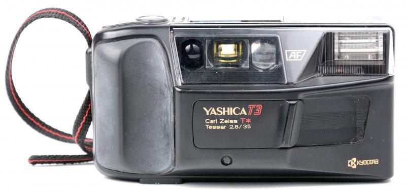 Een compactcamera op batterijen. In tasje.