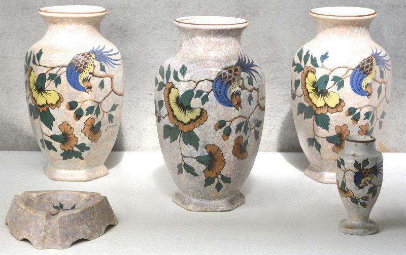 Drie grote zeshoekige vazen, een kleine vaasje en een asbak van Belgisch aardewerk met een meerkleurig decor van een goudfazant op een bloeiende tak. Gesigneerd 'A. Dubois'.