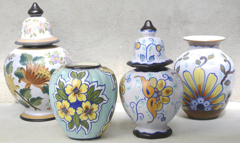 Een vaas en drie dekselvazen (waarvan één zonder deksel) van meerkleurig Gouds plateel. Allen gemerkt onderaan.