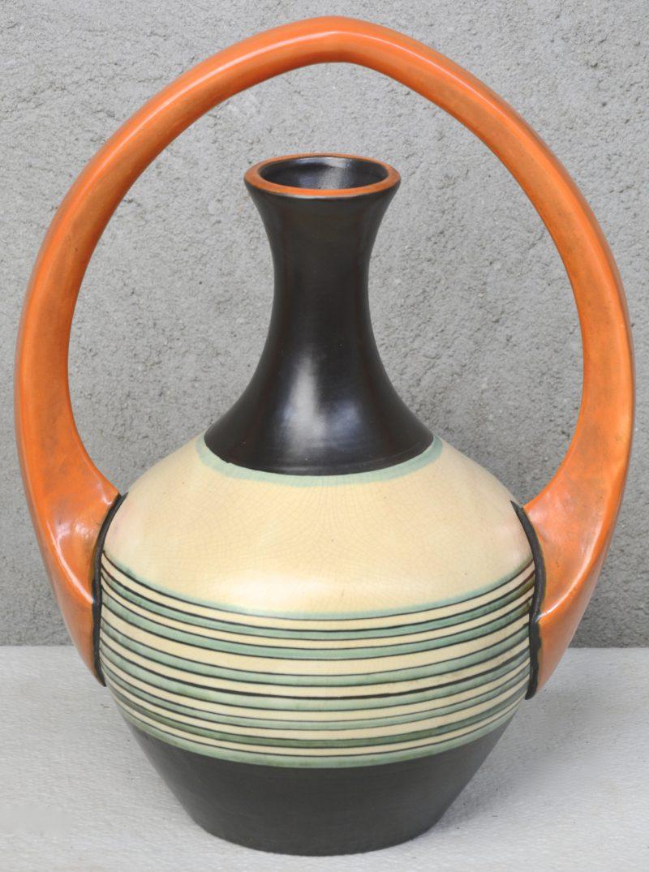 Een art deco siervaas van meerkleurig aardewerk. Ontwerp van A. Dubois. Decor 157. Onderaan gemerkt.