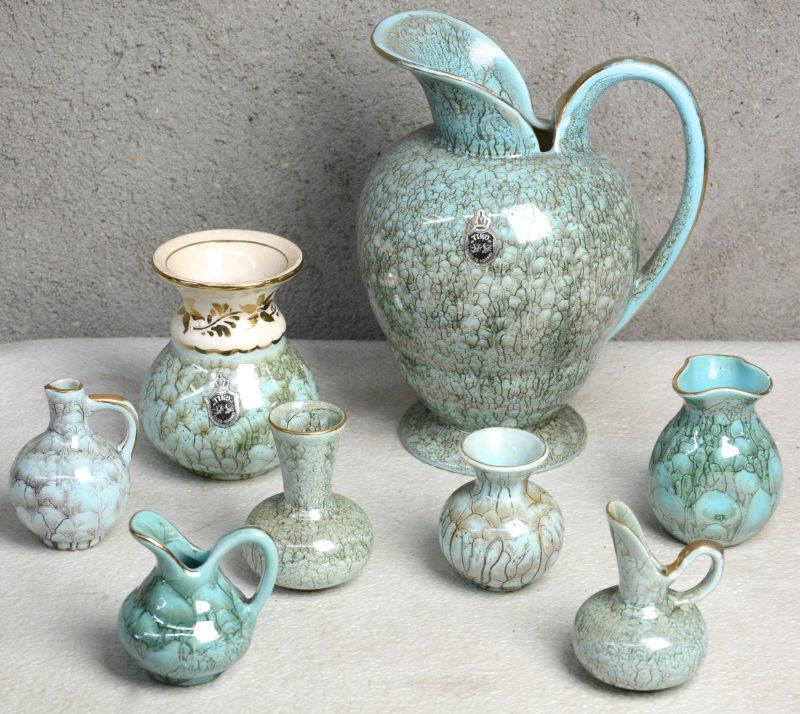 Een lot van acht kannetjes en vaasjes van Gouds aardewerk met groenblauw glazuur. Gemerkt.