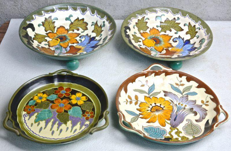 Een lot meerkleurg plateel, bestaande uit twee diepe schotels op drie bolvormige pootjes met decor 'Losari' en twee schotels met drie oren met respecievelijke decors 'Ridogee' & 'Dora'. Allen gemerkt onderaan.