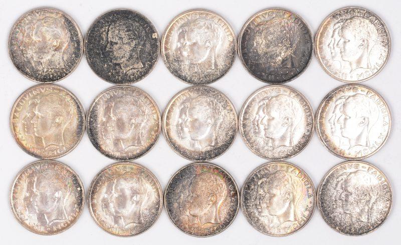 Vijftien zilveren munten van 50 Frank. 835 ‰.