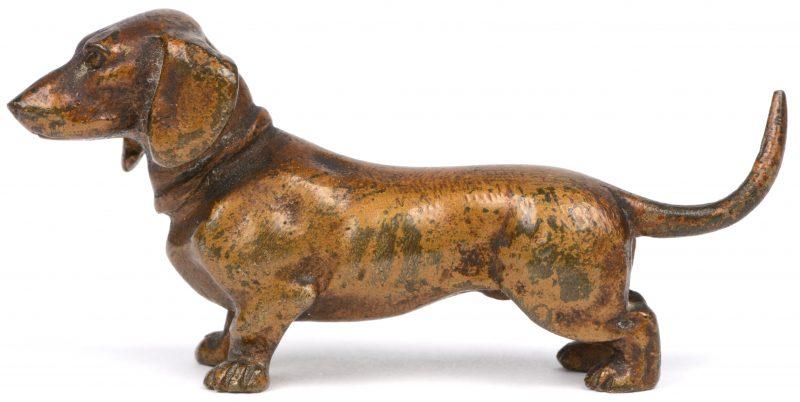 Een Weense bronzen dashond.