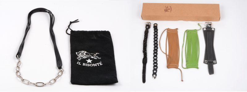 Een Il Bisonte halssnoer van zilver (33,55 g) en zwart leder, evenals vijf lederen armbanden van verschillende merken. In originele doos van Il Bisonte.