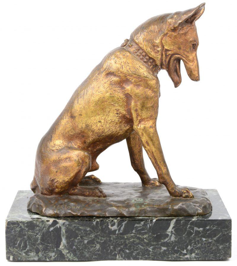 """""""Zittende hond"""". Een bronzen beeld op marmeren sokkel. Gesigneerd."""