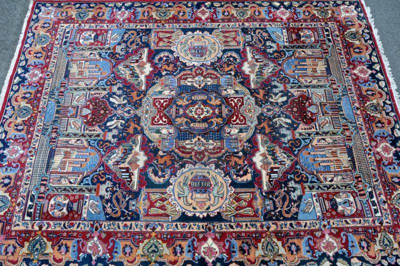 Handgeknoopt Oosters tapijt van wol.