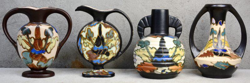Een lot meerkleurig aardewerk, bestaande drie siervazen en een platte sierkruik. Tijdperk Art nouveau & Art deco. Allen gemerkt onderaan. Lichte glazuurslijtage aan de kruik.