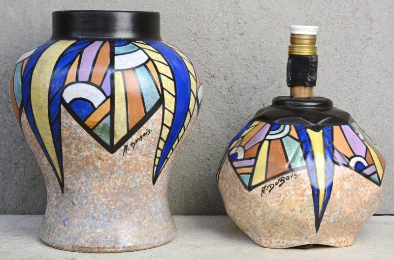 Een vaas en een lmapvoet van meerkleurig aardewerk, versierd met een art deco decor van Antoine Dubois. Onderaan gemerkt.