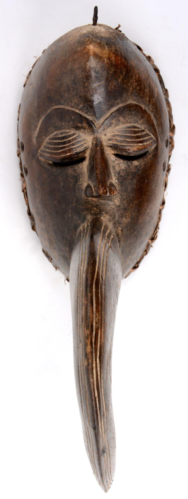Festival vogelmasker van gebeeldhouwd hout. Dan, Nigeria. Kleine herstelling.