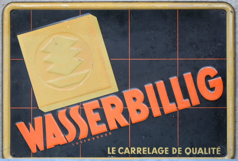 """""""Cerabati Wasserbillig"""". Een oude messingen reclameplaat."""