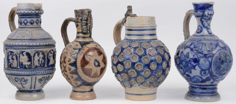 Vier kruiken van steengoed, waarbij twee baardmankruiken. De oudste zwaar gerestaureerd.