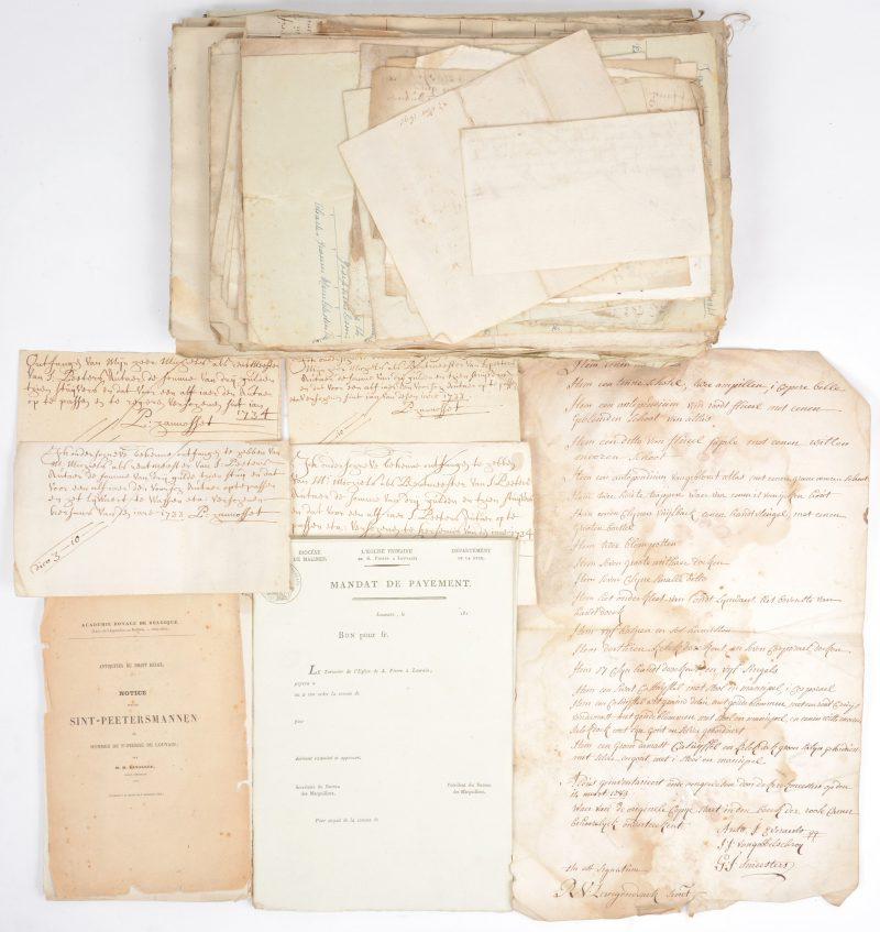 Inkomsten en uitgaven, schuldvorderingen, inventarissen e.d. van de Sint-Pieterskerk te Leuven uit de XVIIde tot de vroege XIXde eeuw. In een lederen portfolio uit de tijd.