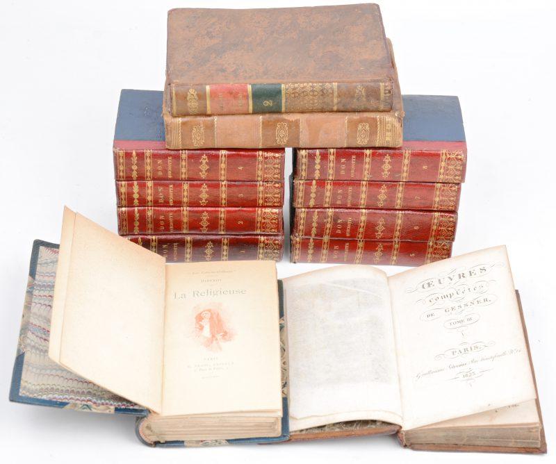 """12 boeken. Miguel de Cervantes. """"Histoire de Don Quichotte de la Manche"""" Traduction de Filleau de Saint-Martin, édition mignonne. 8 volumes. Ed. Lugan, Paris 1827. Lederen ruggen, in-32. Enige vochtproblemen. En 4 andere."""