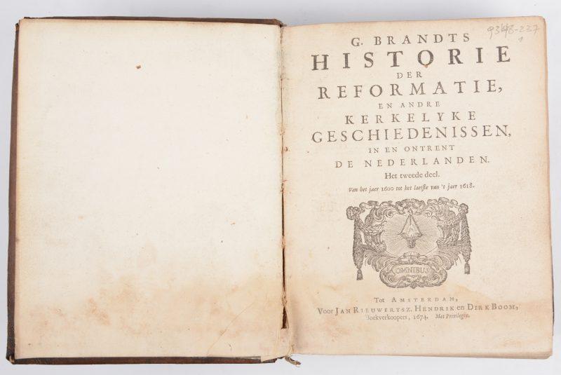 """G. Brandts. """"Historie der Reformatie, en andre kerkelyke geschiedenissen in en omtrent de Nederlanden. Het tweede deel. Van het jaer 1600 tot het laetste van 't jaer 1618. Jan Rieuwertsz Hendrik en Drik Boom, Amsterdam 1674. Leder, in-8. Vochtsporen."""